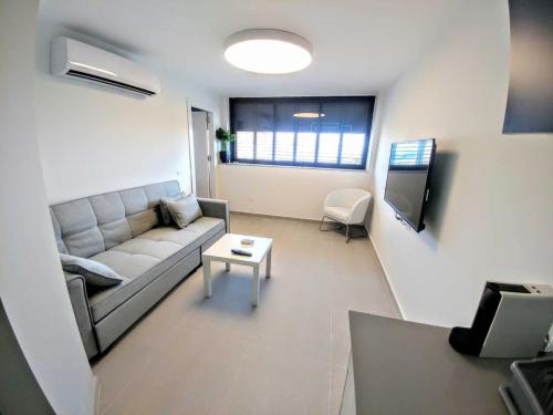 yanis apartments eilot 61